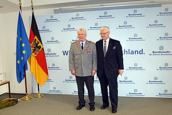 General Volker Wieker und CCB- Präsident Dr. Joachim Wander